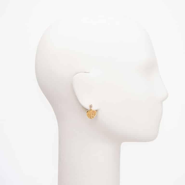 Orecchini perno cuore oro inciso zircone 2