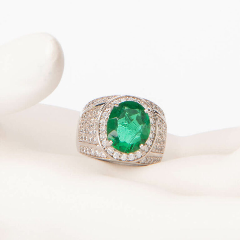 Anello fascia pietra centrale verde smeraldo taglio ovale 1