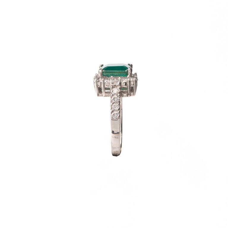 Anello solitario centrale verde smeraldo taglio carrè 4