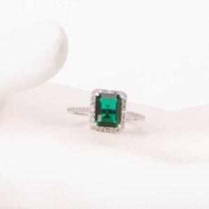 Anello solitario pietra centrale verde smeraldo 1