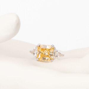 Anello tre pietre giallo canary taglio princess 1