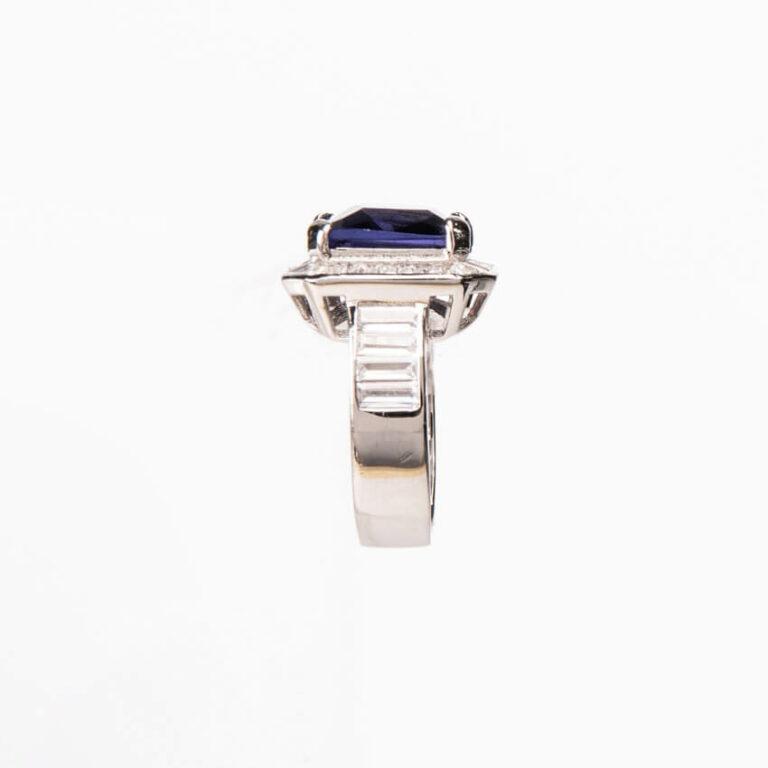 Anello modello cocktail centrale rettangolare blu ceylon 3
