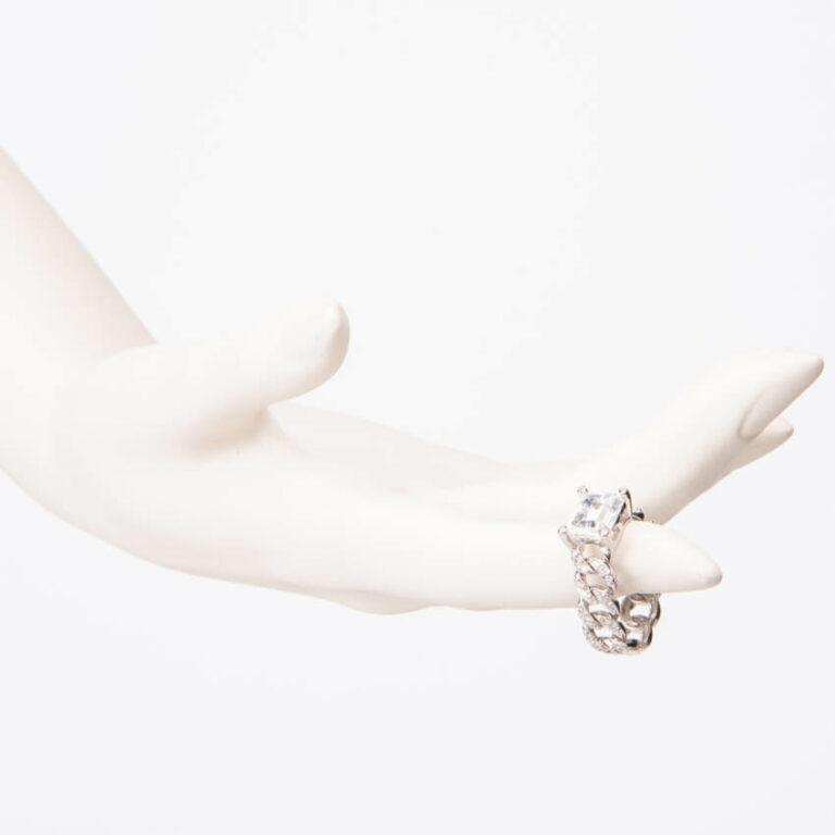 Anello modello groumette pietra centrale baguette 2