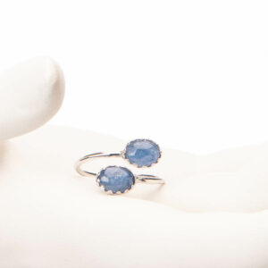 Anello piccolo contrariè argento cabochon blu 1