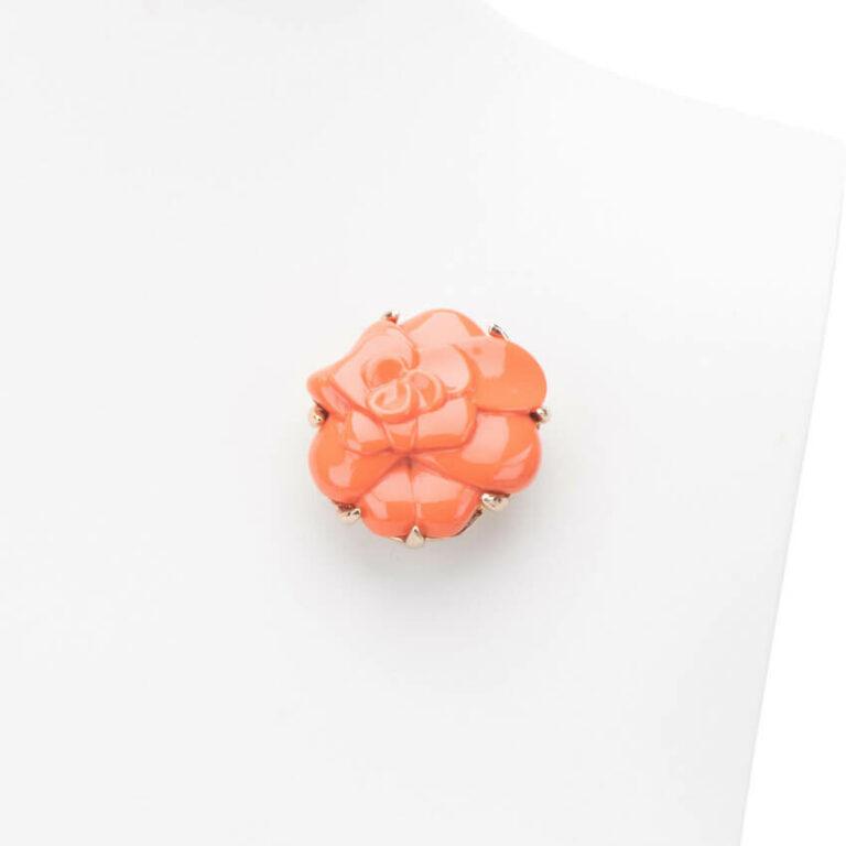 Spilla color corallo arancio modello camelia 1
