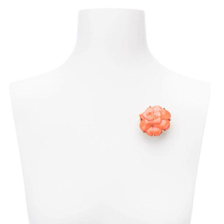 Spilla color corallo arancio modello camelia 2