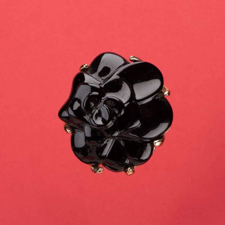 Spilla nera modello camelia 3