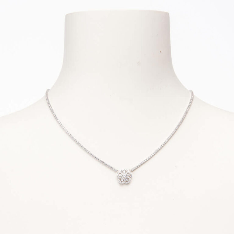 Collana girocollo brillante con pendente motivo fiore 1